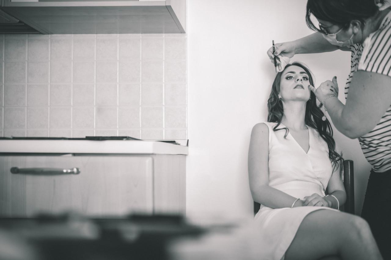 Preparazione del trucco sposa. Fotografia di Tommaso D'Angelo