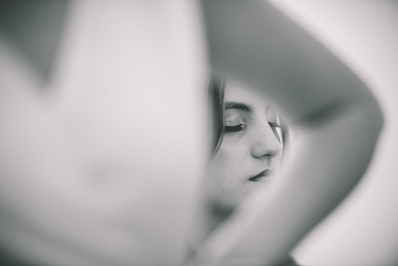 Preparazione del trucco parenti della sposa. Fotografia di Tommaso D'Angelo