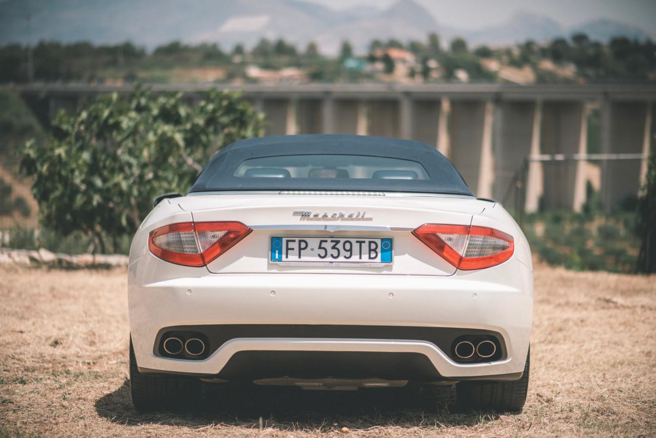 Auto Matrimonio Maserati Bianca. Fotografia di Tommaso D'Angelo