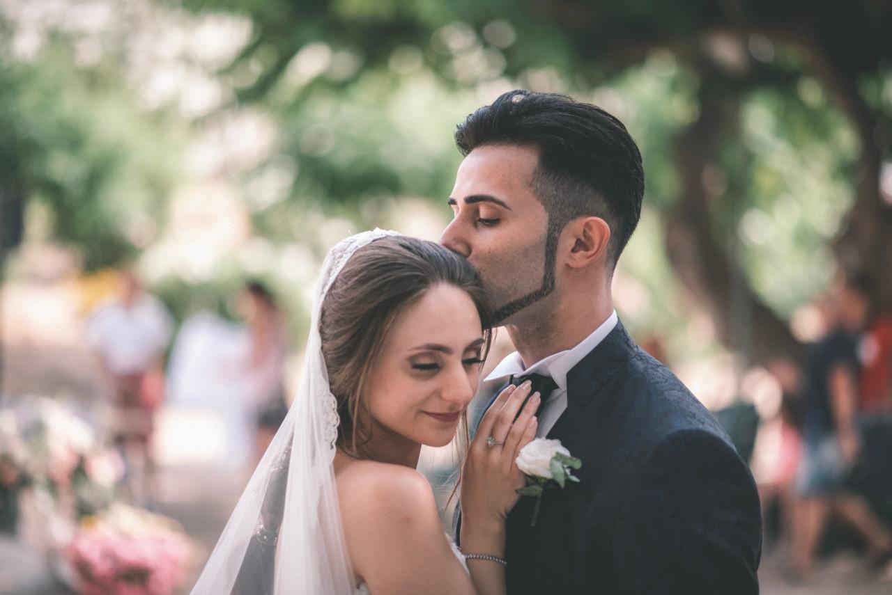 Abbraccio Sposi alla Fine della Cerimonia. Fotografia di Tommaso D'Angelo